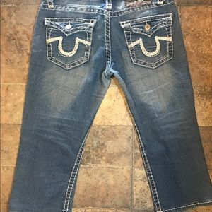 True Religion Capri shorts size 31